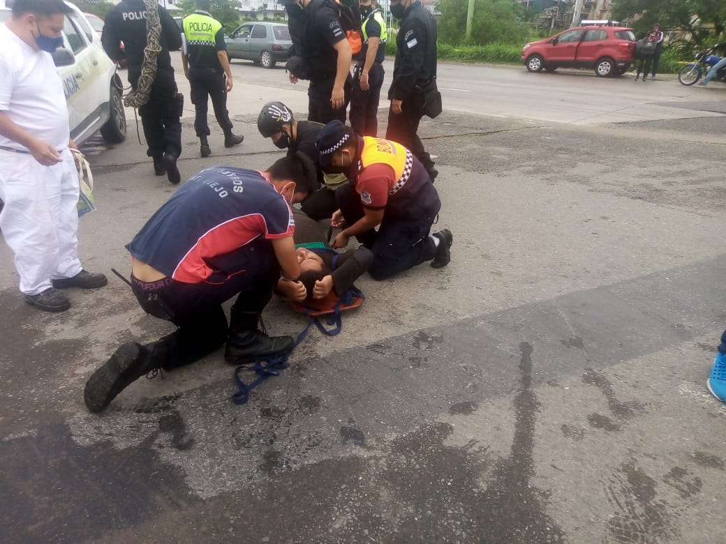 Rescate de un hombre que cayó al Canal Norte 1